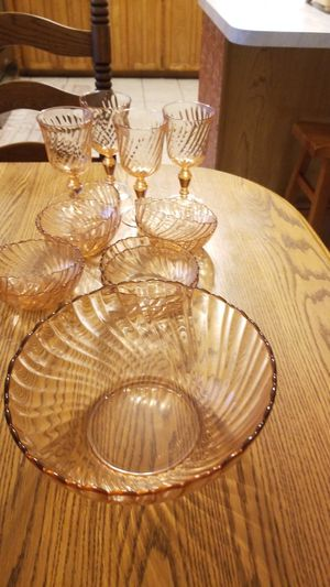 Pink arcoroc bowls and goblets for Sale in Arlington, TX