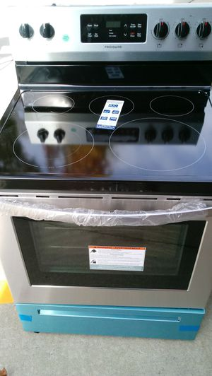 BRAND NEW FRIGIDAIRE STAINLESS STOVE for Sale in Raleigh, NC