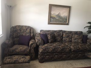 Nice and clean couch for Sale in Manassas, VA