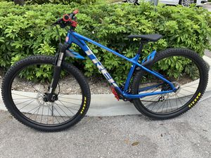 Trek marlin 6 29er mountain bike medium for Sale in Miami, FL