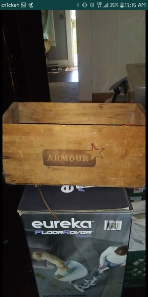 Vintage Armor shipping crate for Sale in Fresno, CA