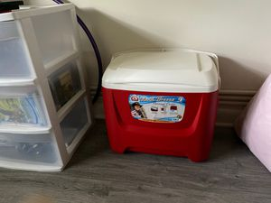 Red & White Island Breeze Personal Cooler - 41 Can for Sale in Ithaca, NY
