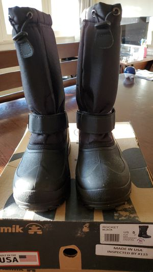 Kids Size 5 Snow Boots for Sale in Glendora, CA