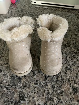 Cat and Jack Girls winter boot- Size 5 for Sale in Orlando, FL