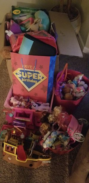 Free toys stuffed animals puzzles dolls etc for Sale in Tacoma, WA