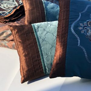 Brown/teal Comforter With 3 Pillows And 2 Shams Size Queen for Sale in West Palm Beach, FL