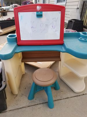 Kids desk needs a cleanup but in great condition! for Sale in Norco, CA