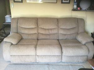 Reclining sofa for Sale in Pomona, CA