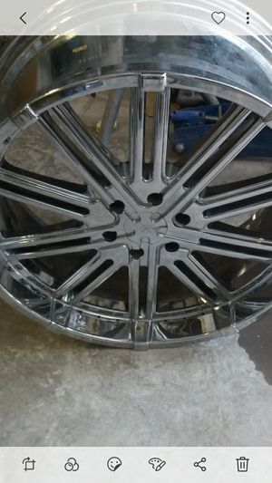 """24 """" rims only fit 6 lug chevy.one is missing center cap.and has a ding on side for Sale in San Angelo, TX"""