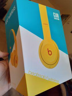 beats solo3 wireless headphones for Sale in Gardena,  CA