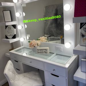 Vanity With Large Mirror for Sale in Los Angeles, CA