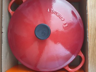 LE CREUSET Dutch Oven Qt2.75 Cherry for Sale in Fort Lee,  NJ