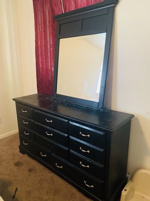 Black dresser with mirror for Sale in UT, US