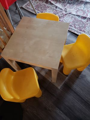 Kids small table and 3 little tikes chairs. for Sale in Orlando, FL