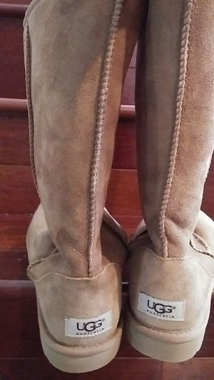 Uggs classic tall boot size 7 for Sale in Sterling, VA