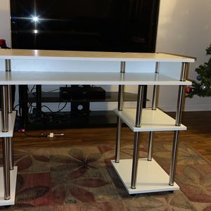 White desk for Sale in San Marcos, CA