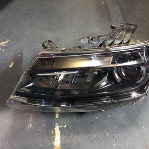 2018 Chevy camaro Left side headlight price$175 for Sale in Arlington, TX