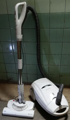 Kenmore vacuum cleaner. Works well for Sale in Long Beach, CA