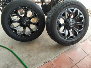 Wheels and tires 20 with 6 lubs universal for Sale in Miami, FL