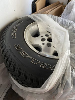 1 Jeep spare tire 30/9.5/r15 LT for Sale in Santa Ana, CA