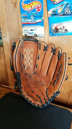 "Easton 13"" Baseball/ Softball Glove for Sale in Whittier, CA"