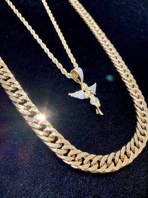 ANGEL FULL DIAMONDS CZ 18K GOLD CHAIN MADE IN ITALY for Sale in Lake Park, FL