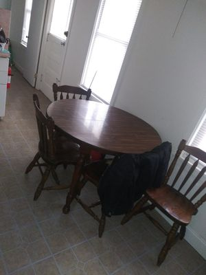 dining room Circle table for Sale in Reading, PA
