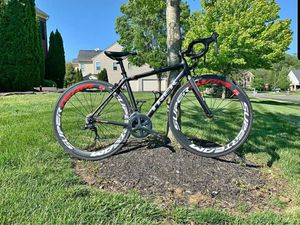 TREK ROAD BIKE CARBON WHEELS 50CM for Sale in Ashburn, VA