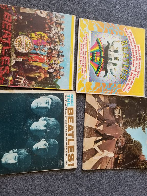 Beatles lot, vinyl records. Lot of beatles singles without sleeves also.