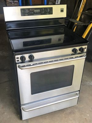 Frigidaire gallery stove for Sale in Easton, MA