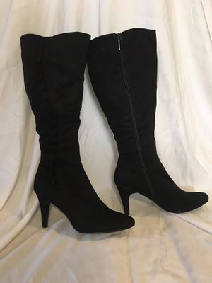 Knee high black boots for Sale in New Port Richey, FL