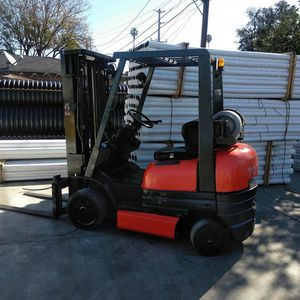 1998 TOYOTA FORKLIFT FOR SALE for Sale in Tustin, CA
