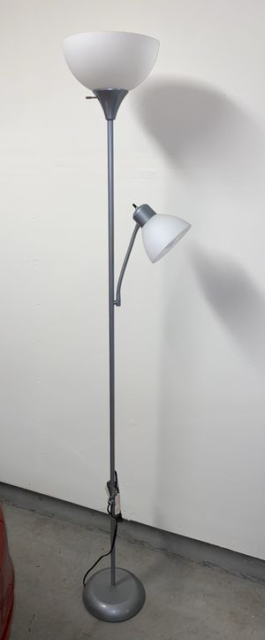 Floor lamp with 2 bulbs 💡 for Sale in Milpitas, CA