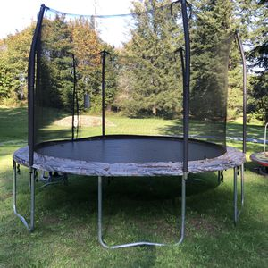 10' Trampoline with Enclosure for Sale in Tacoma, WA