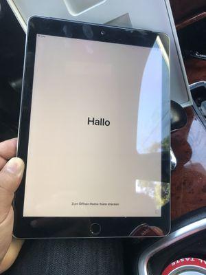 Ipad 5 32gb for Sale in Modesto, CA