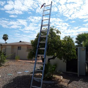 WERNER 20 GT. Aluminum Extension Ladder with 225 lb. for Sale in Mesa, AZ
