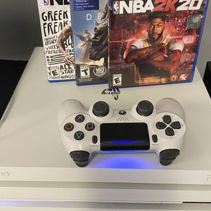 White PS4 Pro 1TB for Sale in Cleveland, OH