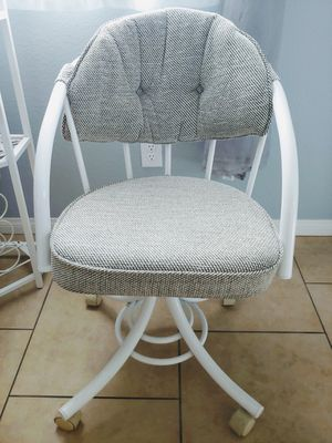 Heavy Duty & Comfy Chair for Sale in Las Vegas, NV