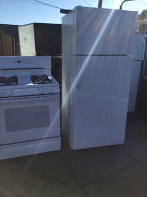 Combo gas stove and refrigerator for Sale in San Leandro, CA