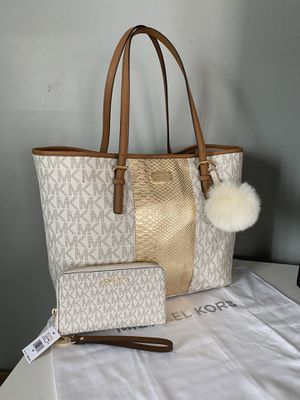 Michael Kors large tote bag with wallet for Sale in Garden Grove, CA