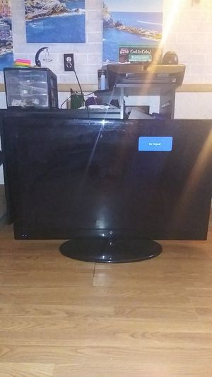 """Westinghouse 40"""" LCD TV for Sale in Dundalk, MD"""