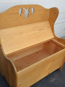 Solid Wood Knotty Pine Storage Bench Trunk Toy Chest Banca for Sale in Modesto,  CA