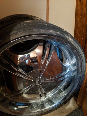 22 inch rims with tires 400 for Sale in Green Bay, VA