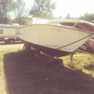 24' Sea Ray Cabin Cruiser Boat Free for the taking for Sale in Federal Way, WA