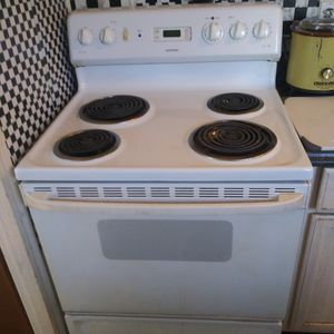 Nice Hot Point Electric Stove for Sale in Indianapolis, IN