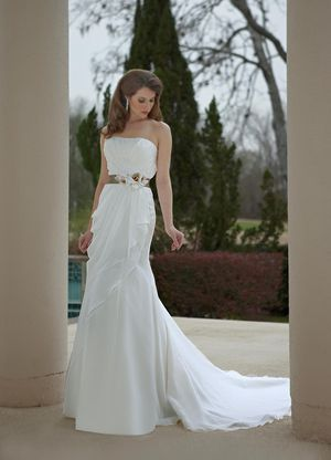 New DaVinci Wedding Dress, Style 8465, White, Size 14 for Sale in Denver, CO