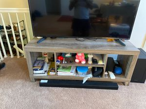 50 inch tv stand like brand new no Scratches. Price is negotiable for Sale in North Arlington, NJ