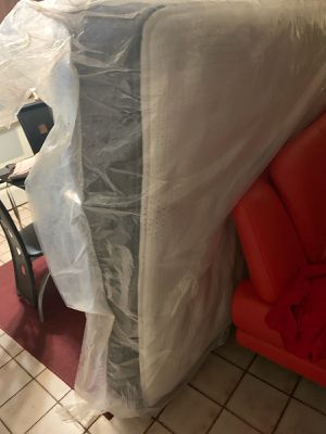 Beautyrest queen mattress for Sale in Miami, FL