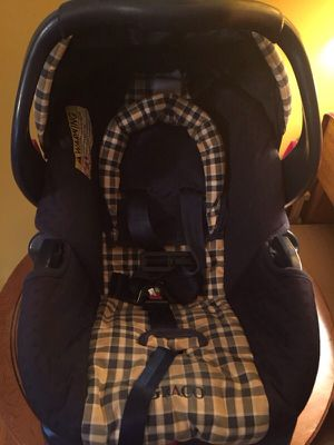 Graco baby car seat with base ($25) for Sale in Upper Marlboro, MD