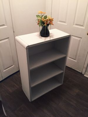 Beautiful shelve for Sale in Kissimmee, FL